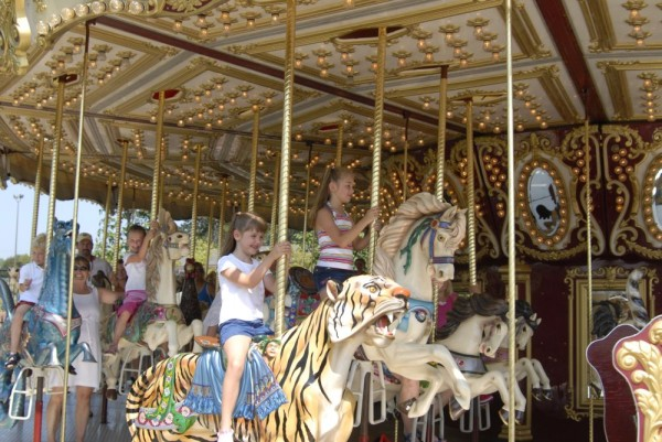 Michigan's_Adventure_Carousel