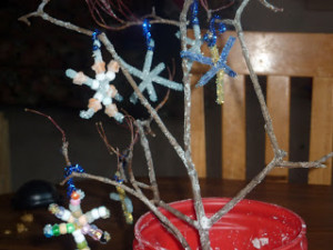 Winter Craft Ideas ~ DIY Crystalized Winter Tree and Snowflakes