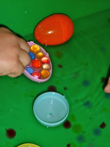 Easter-Egg-Water-Bead-Sensory-Bin