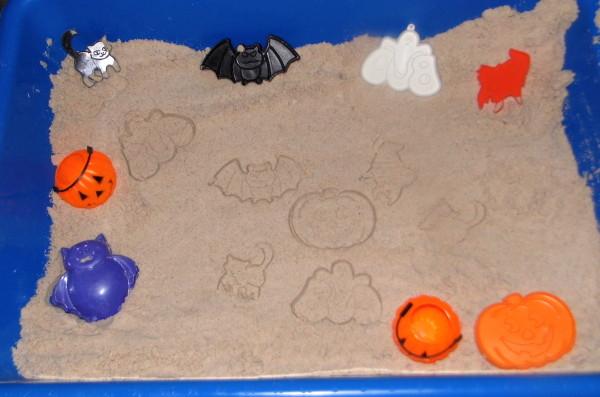 Halloween-Moon-Sand-Sensory-Bin