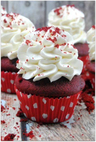 Classic-red-velvet-cupcakes-1