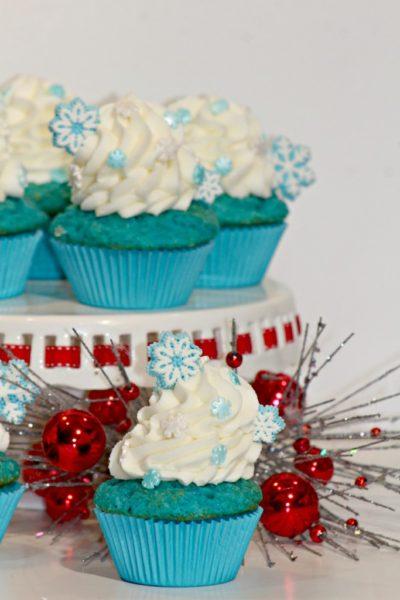Frozen-blue-cupcakes