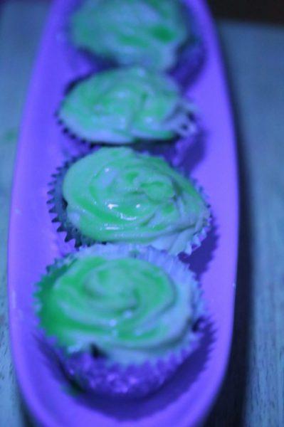 neon-466x700-cupcakes