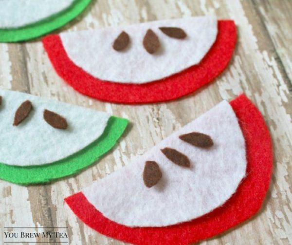 Easy-Apple-Slices-Felt-Crafts-Idea-kids-craft-ideas-for-fall