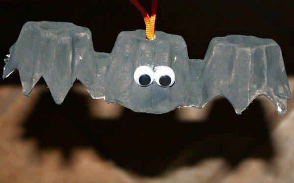 Egg-Carton-Bat-Craft-kids-craft-ideas-for-fall