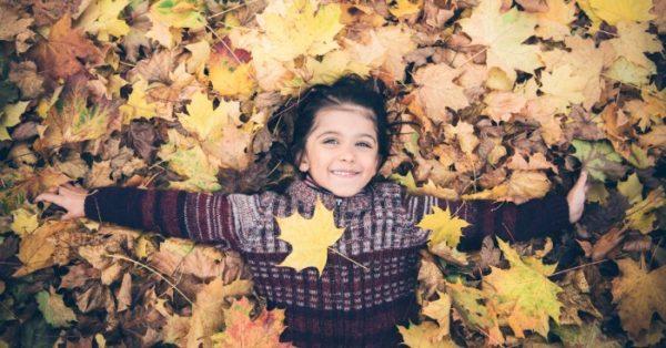 girl-leaves