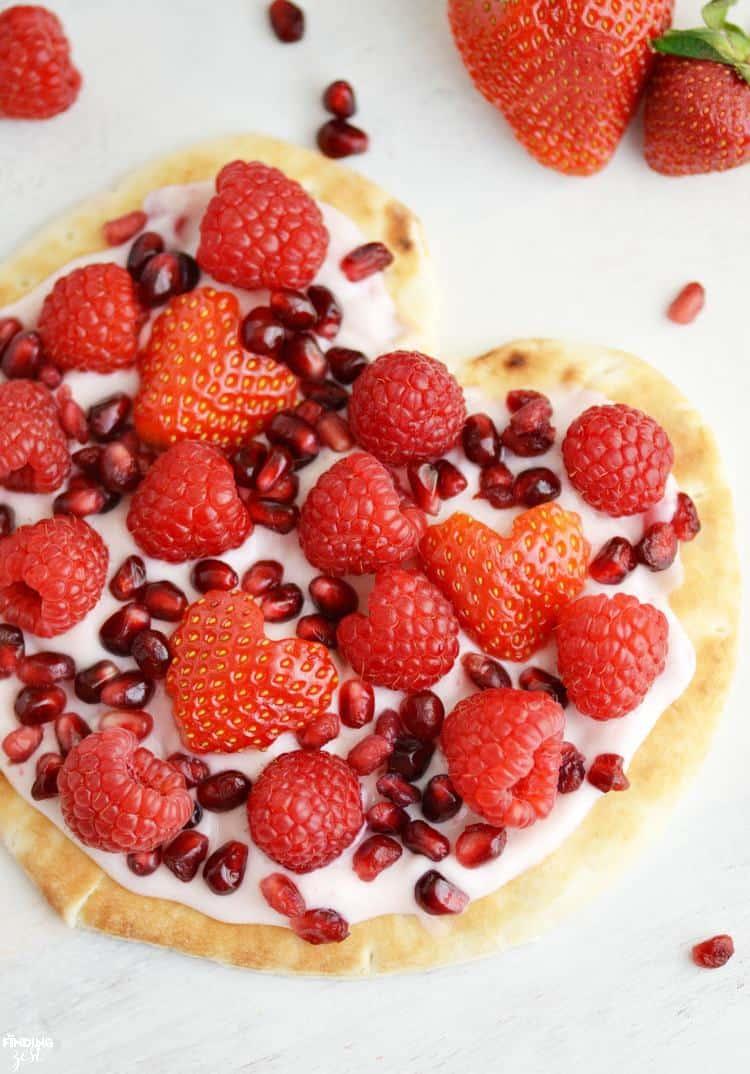 Fruit-Yogurt-Flatbread-Pizza-for-Breakfast