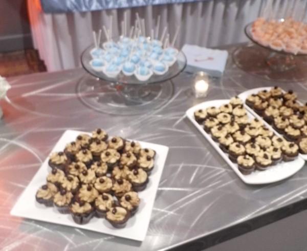 Wedding_Cake_Pops_Cupcakes