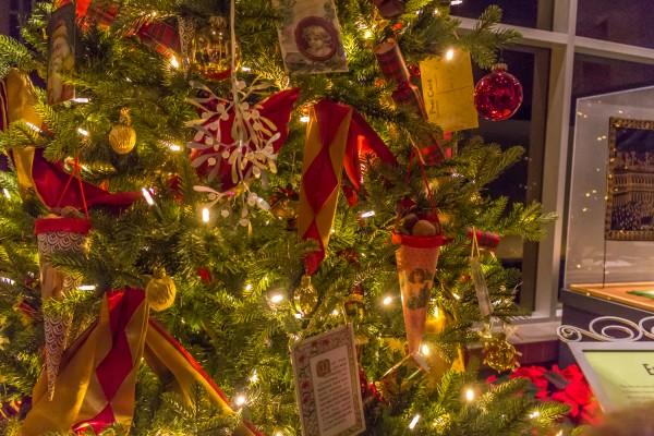 Christmas Around The World -England-Christmas Tree
