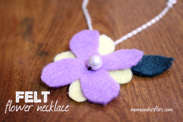 DIY-felt-flower-necklace-Spring-craft-hor2