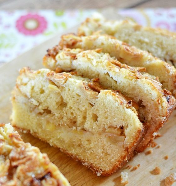 Homemade-apple-bread