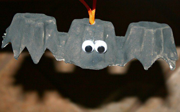 Egg-Carton-Bat-Craft-kids-craft-ideas-for-fall