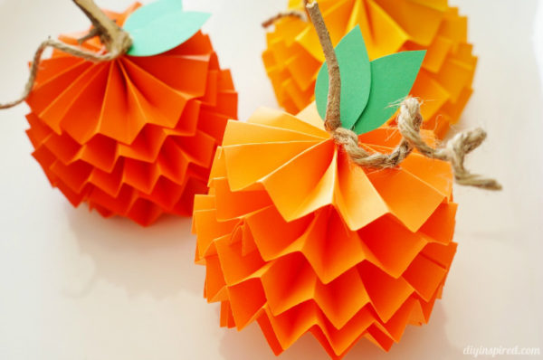 Paper-Pumpkins-How-To-kids-craft-ideas-for-fall