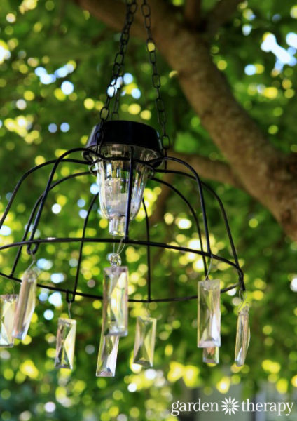 Easy-DIY-Solar-Light-Chandelier